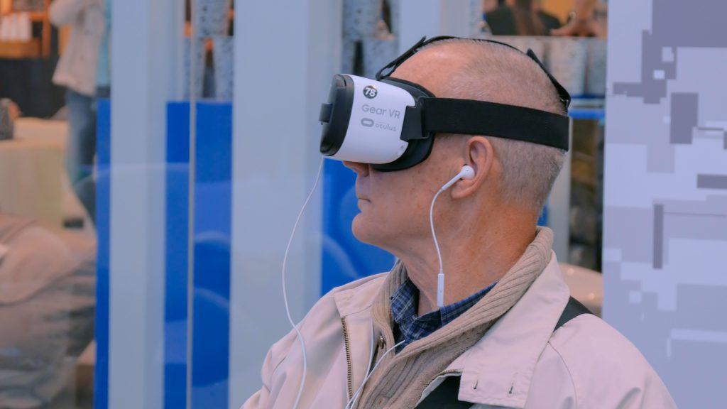 Kuvituskuva, VR-lasit käyttäjän päässä